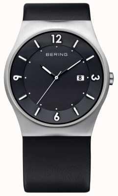 Bering Heren zwart lederen zonne analoge horloge 14440-402