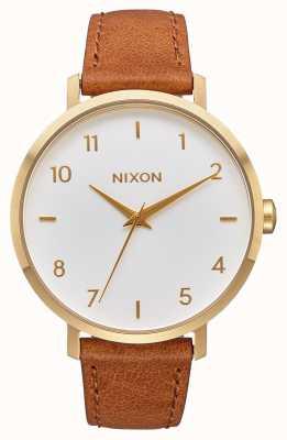 Nixon Pijl leer | goud / wit / zadel | bruine leren band | witte wijzerplaat A1091-2621-00